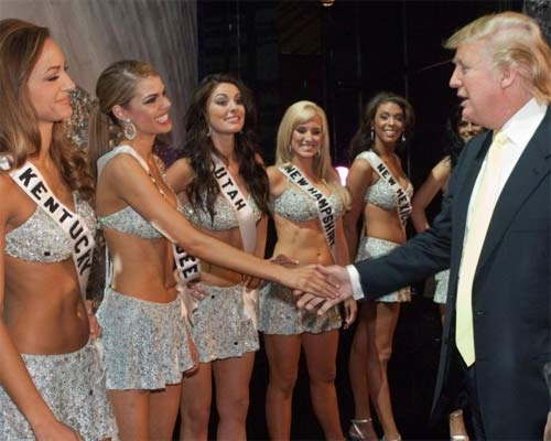 """Ông Donald Trump và những lần bị """"bao vây"""" bởi hoa hậu - 2"""