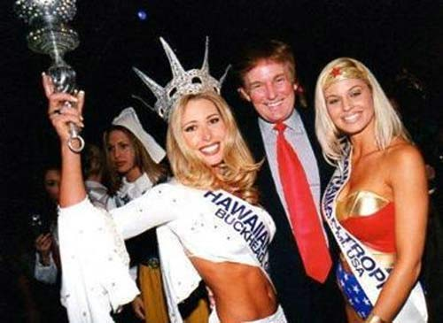 """Ông Donald Trump và những lần bị """"bao vây"""" bởi hoa hậu - 11"""