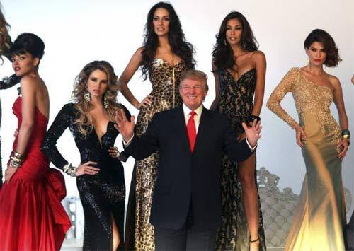 """Ông Donald Trump và những lần bị """"bao vây"""" bởi hoa hậu - 5"""