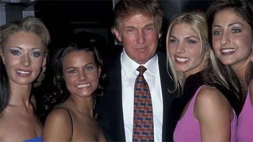"""Ông Donald Trump và những lần bị """"bao vây"""" bởi hoa hậu - 8"""