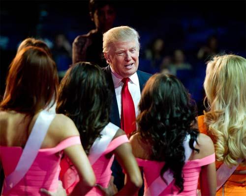 """Ông Donald Trump và những lần bị """"bao vây"""" bởi hoa hậu - 13"""