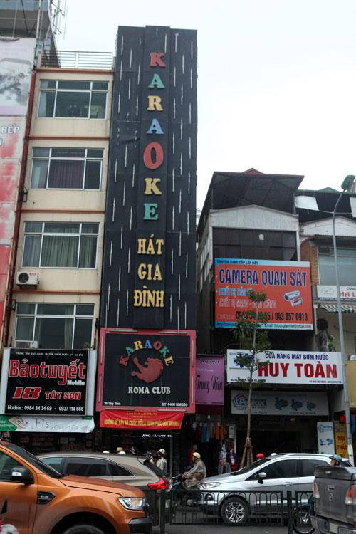 """HN: Biển quán karaoke """"khủng"""" nhan nhản khắp phố - 1"""