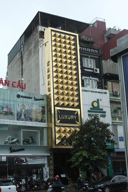 """HN: Biển quán karaoke """"khủng"""" nhan nhản khắp phố - 2"""