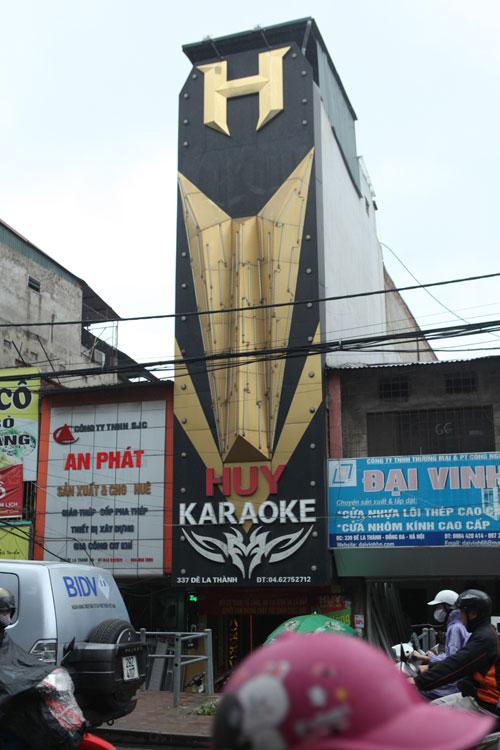 """HN: Biển quán karaoke """"khủng"""" nhan nhản khắp phố - 7"""