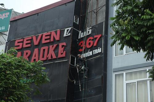 """HN: Biển quán karaoke """"khủng"""" nhan nhản khắp phố - 11"""