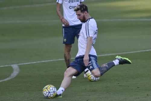 """Giật mình với quá trình Messi """"tô mực"""" chân trái - 1"""