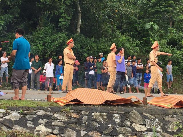 """Vụ lật xe ở Quảng Nam: """"Quanh tôi, hàng chục người nằm la liệt, kêu cứu"""" - 2"""