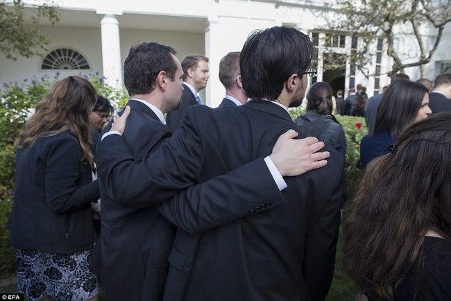 Obama chúc Trump, nhân viên Nhà Trắng mặt như có đám - 7