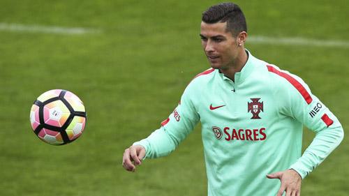 Ronaldo đẳng cấp hơn Ronaldinho, xứng đáng đoạt QBV - 1