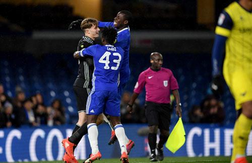 Đau tim vì loạt penalty 34 quả của Chelsea - 1