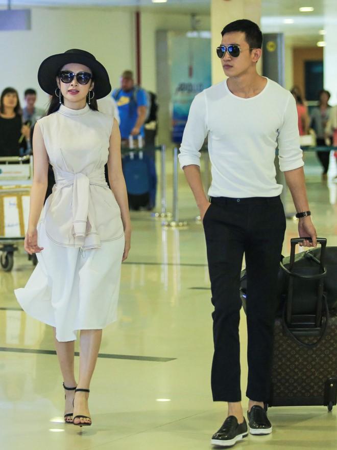 Angela Phương Trinh mặc không hở vẫn hút hồn ở sân bay - 2