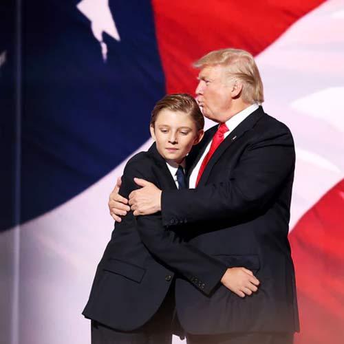 """Phong cách chuẩn """"soái ca nhí"""" của cậu út nhà Trump - 1"""