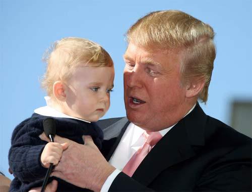 """Phong cách chuẩn """"soái ca nhí"""" của cậu út nhà Trump - 6"""