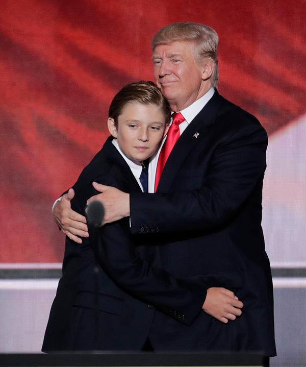 Cậu út nhà Donald Trump mới 10 tuổi đã ra dáng soái ca - 1
