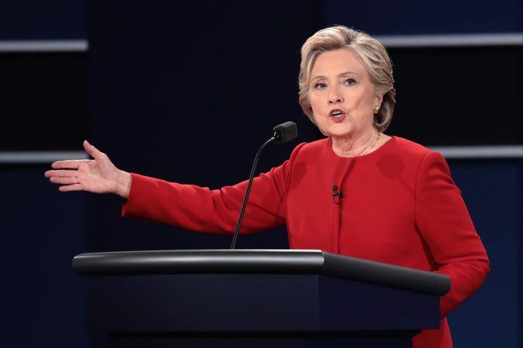 """""""Cuộc chiến"""" xanh - đỏ lạ lùng đằng sau sắc áo của Trump và Hillary - 3"""