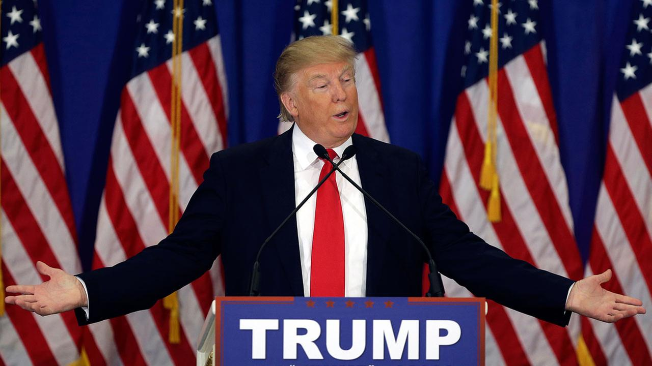 """""""Cuộc chiến"""" xanh - đỏ lạ lùng đằng sau sắc áo của Trump và Hillary - 15"""