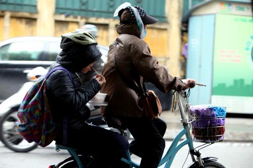 Ảnh tình yêu thi vị trong cái lạnh đầu mùa ở Thủ đô - 5