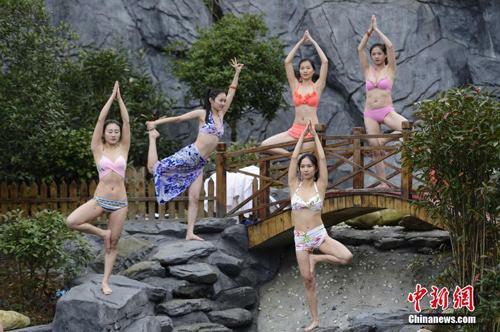 Sửng sốt ảnh yoga cực độc của các thiếu nữ xứ lạnh - 3