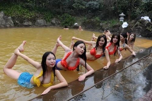Sửng sốt ảnh yoga cực độc của các thiếu nữ xứ lạnh - 9