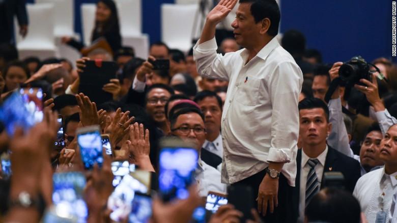 Trump đắc cử, Tổng thống Philippines lại muốn thân Mỹ - 1