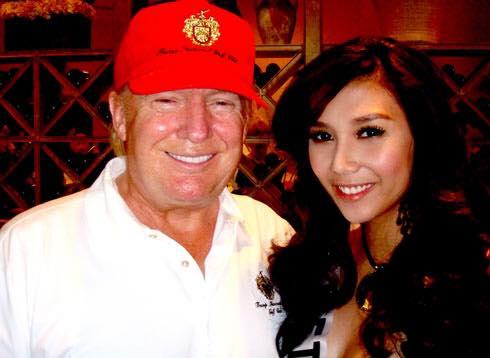 Á hậu Việt chụp ảnh cùng Donald Trump và catwalk quá đỉnh - 1