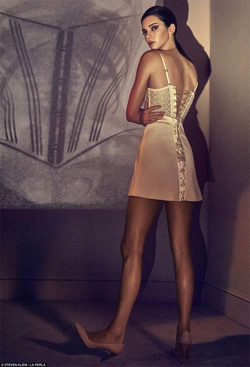 Kendall Jenner quyến rũ ngây ngất với nội y xuyên thấu - 2
