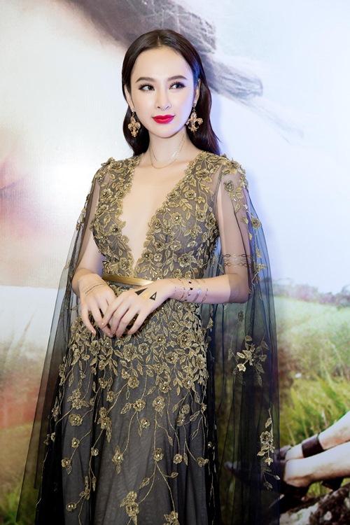 Angela Phương Trinh gợi cảm, nắm chặt tay Võ Cảnh - 3