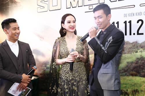 Angela Phương Trinh gợi cảm, nắm chặt tay Võ Cảnh - 5
