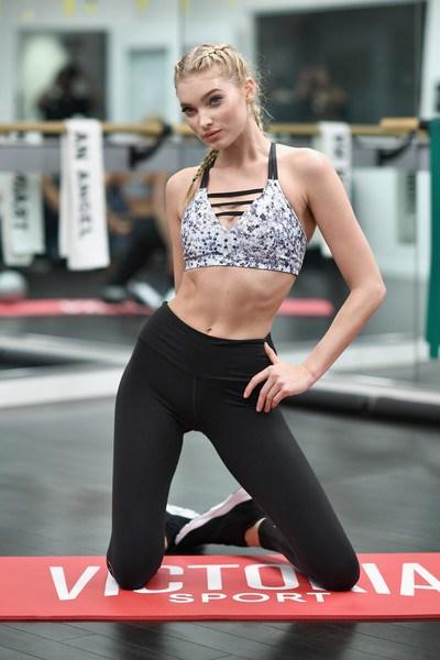 Loạt ảnh tập gym nóng bỏng của thiên thần Victoria's Secret - 11