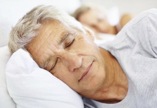 Khoa học tìm ra cách giúp nam giới sau 35 có giấc ngủ ngon - 1