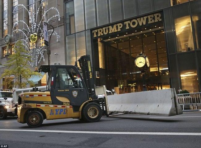 Nơi ở của Trump bỗng dày đặc mật vụ, xe tải bảo vệ - 3