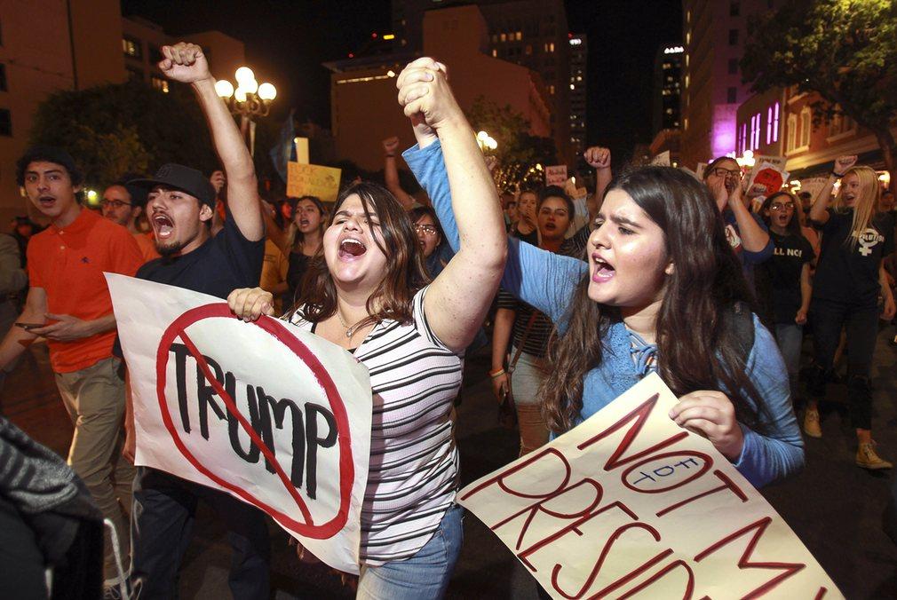 Mỹ: Làn sóng biểu tình chống Trump vẫn chưa dừng lại - 2