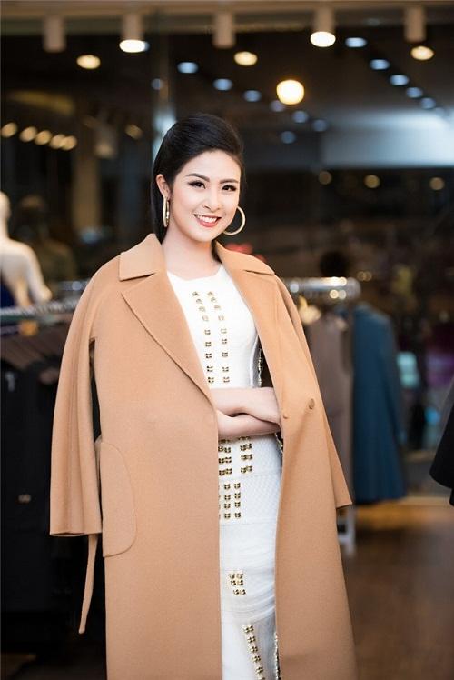 Hoa hậu Ngọc Hân thả dáng với áo váy ôm sát gợi cảm - 3