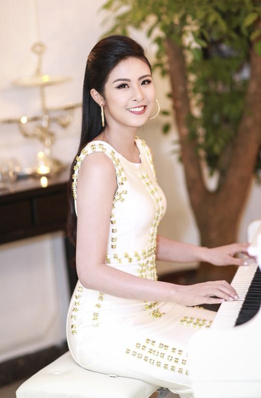 Hoa hậu Ngọc Hân thả dáng với áo váy ôm sát gợi cảm - 2