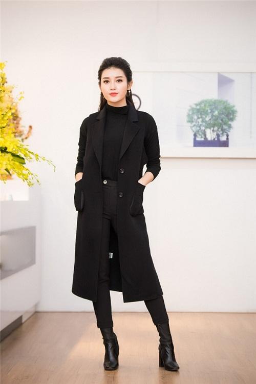 Hoa hậu Ngọc Hân thả dáng với áo váy ôm sát gợi cảm - 5