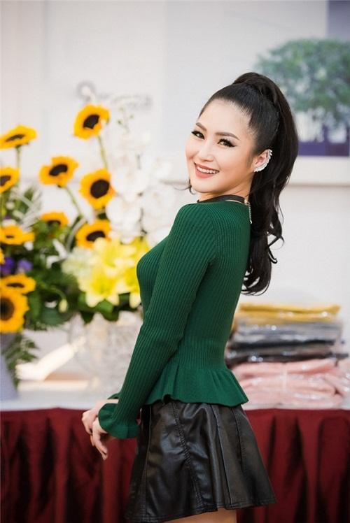 Hoa hậu Ngọc Hân thả dáng với áo váy ôm sát gợi cảm - 6