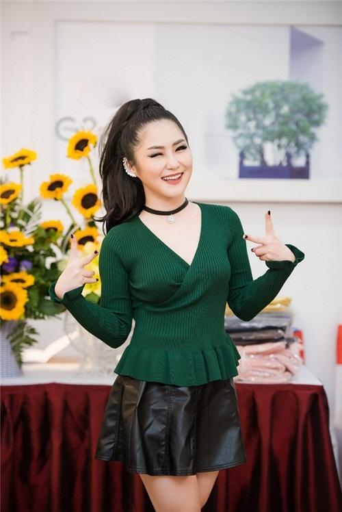 Hoa hậu Ngọc Hân thả dáng với áo váy ôm sát gợi cảm - 7