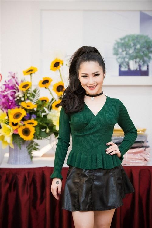 Hoa hậu Ngọc Hân thả dáng với áo váy ôm sát gợi cảm - 8