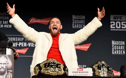 """Bị chơi xỏ: """"Gã điên UFC"""" vác ghế ném đối thủ - 2"""
