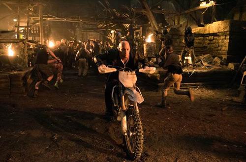"""Siêu sao cơ bắp đối đầu Chân Tử Đan trong phim hành động """"xXx"""" - 1"""