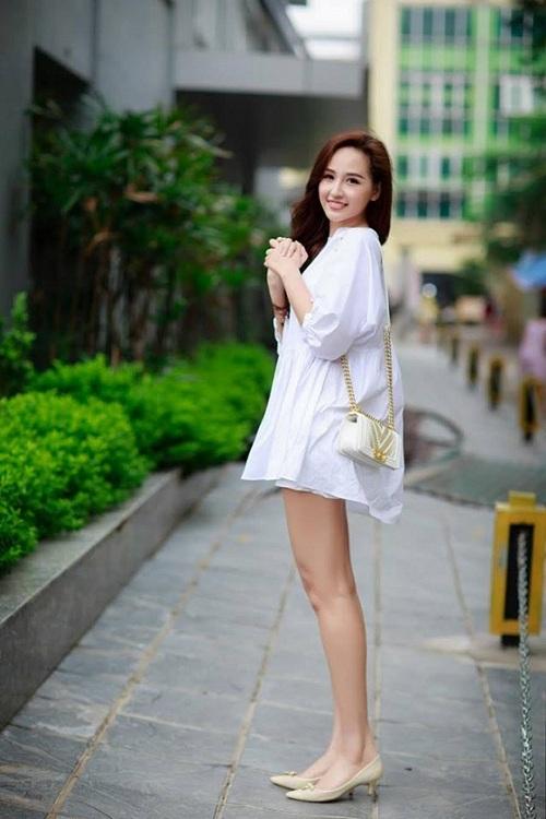 Thúy Vân, Vy Oanh nõn nà, sexy với sắc trắng đầu Đông - 3