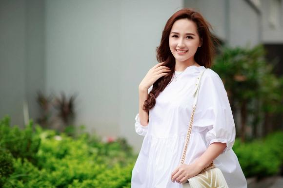 Thúy Vân, Vy Oanh nõn nà, sexy với sắc trắng đầu Đông - 4