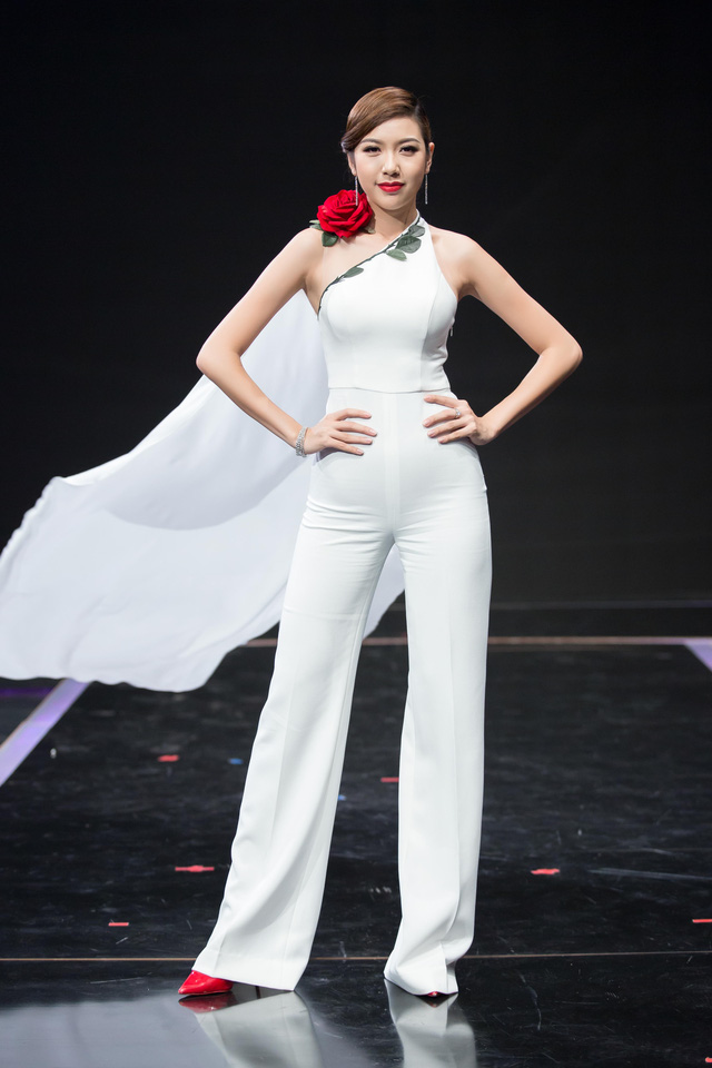 Thúy Vân, Vy Oanh nõn nà, sexy với sắc trắng đầu Đông - 8