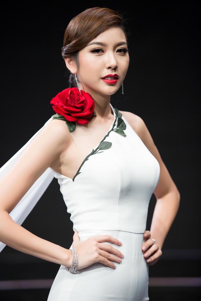 Thúy Vân, Vy Oanh nõn nà, sexy với sắc trắng đầu Đông - 9