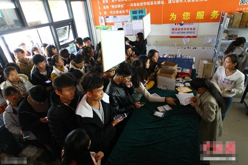 TQ: Sinh viên điên cuồng mua sắm trong ngày độc thân - 1