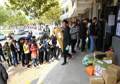 TQ: Sinh viên điên cuồng mua sắm trong ngày độc thân - 3