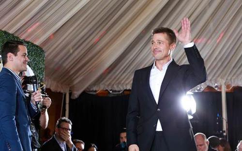Brad Pitt cười gượng gạo trong ngày ra mắt phim - 2