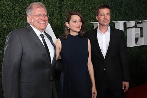 Brad Pitt cười gượng gạo trong ngày ra mắt phim - 3