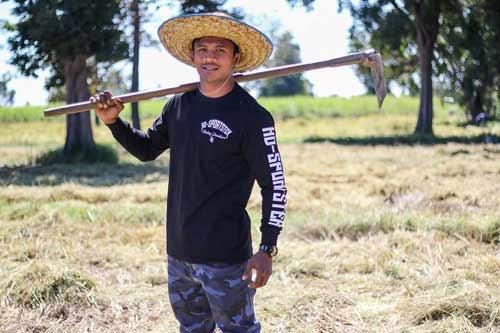 """""""Chán"""" đánh đấm, """"Thánh Muay Thái"""" về quê gặt lúa - 6"""