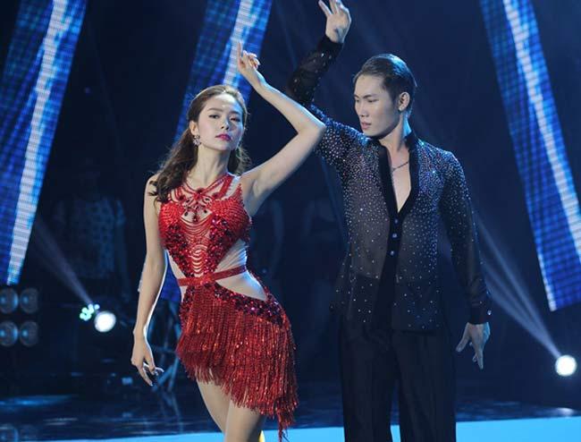 Fan ngây ngất trước loạt đầm diễn siêu ngắn của Minh Hằng - 7
